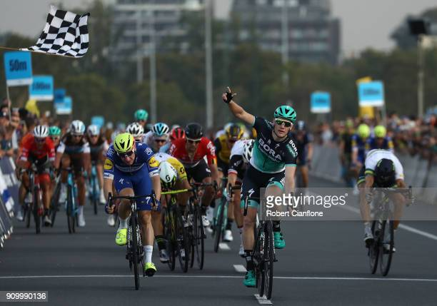 Sam Bennett of Ireland and Bora Hansgrohe celebrates after winning the Men's event during the Towards Zero Race Melbourne on January 25 2018 in...