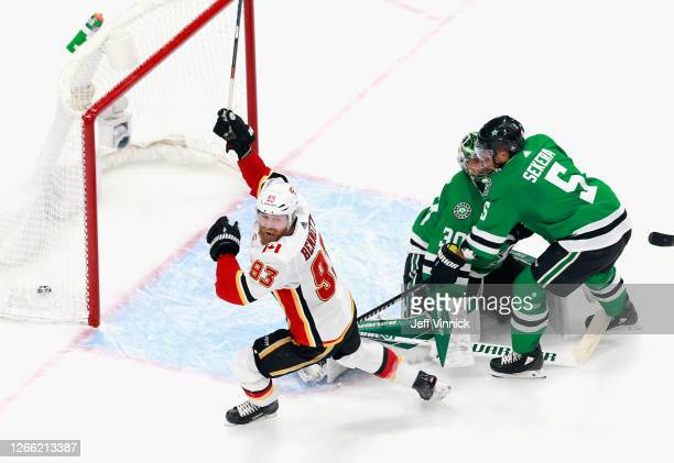 Sam Bennett of the Calgary Flames scores the game tying goal on the power-play at 17:11 of the third period against the Dallas Stars in Game Two of...