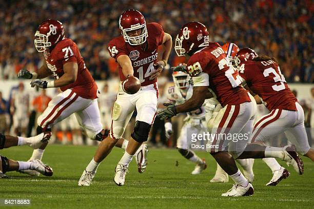 Sam Bradford of the Oklahoma Sooners hands the ball off to Chris Brown against the Florida Gators during the FedEx BCS National Championship game at...