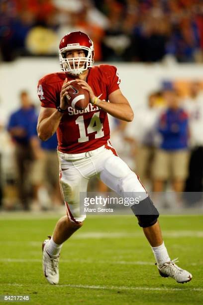Sam Bradford of the Oklahoma Sooners look to pass against the Florida Gators during the FedEx BCS National Championship game at Dolphin Stadium on...