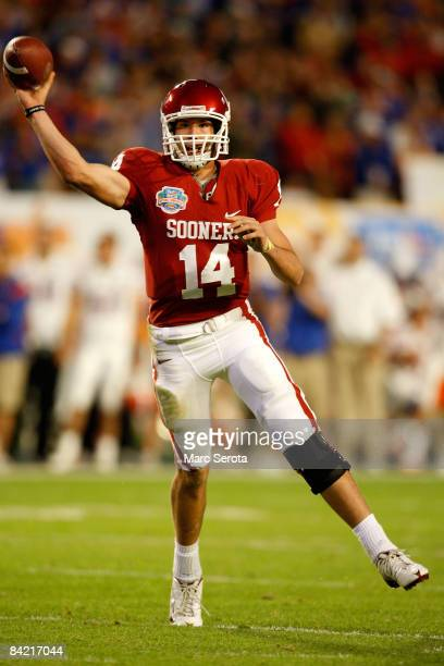 Sam Bradford of the Oklahoma Sooners throws a passagainst the Florida Gators during the FedEx BCS National Championship game at Dolphin Stadium on...