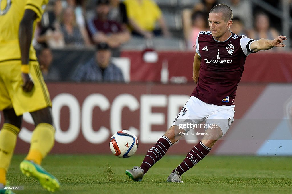 Sam Cronin (6) of Colorado Rapids passes against the Columbus Crew during the first half of action. The Colorado Rapids hosted the Columbus Crew on Saturday, August 8, 2015.