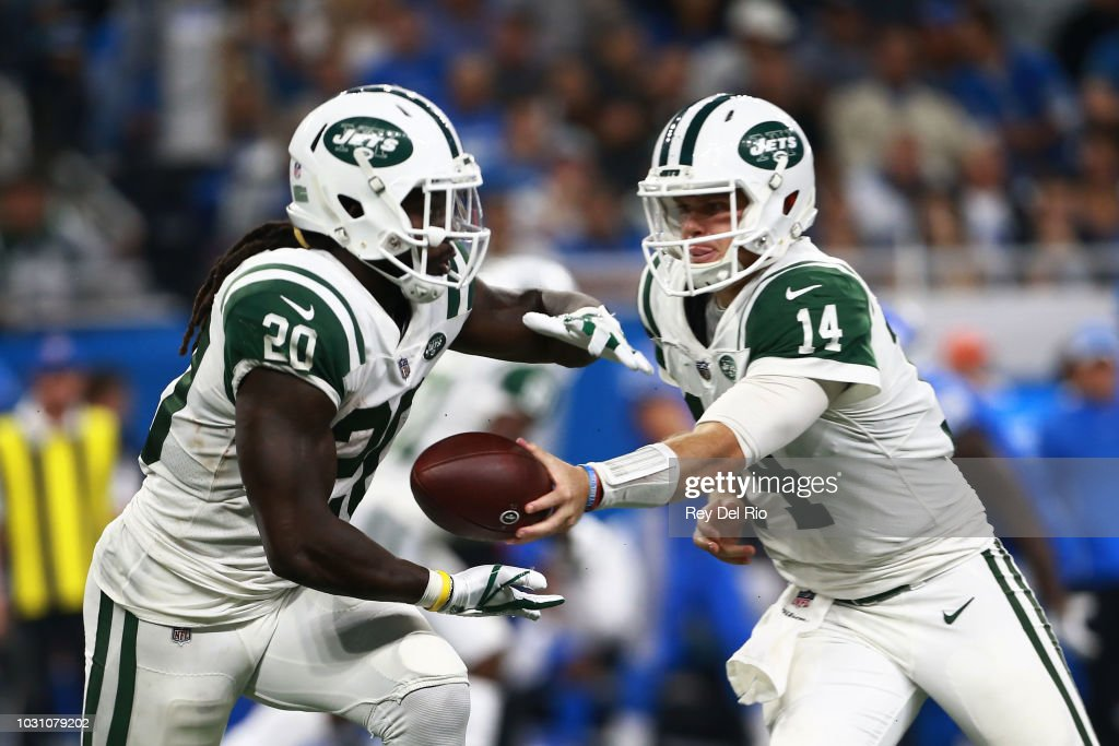 Sam Darnold #14 of the New York Jets hands the ball off to Isaiah Crowell #20 of the New York Jets in the second half against the Detroit Lions at Ford Field on September 10, 2018 in Detroit, Michigan.