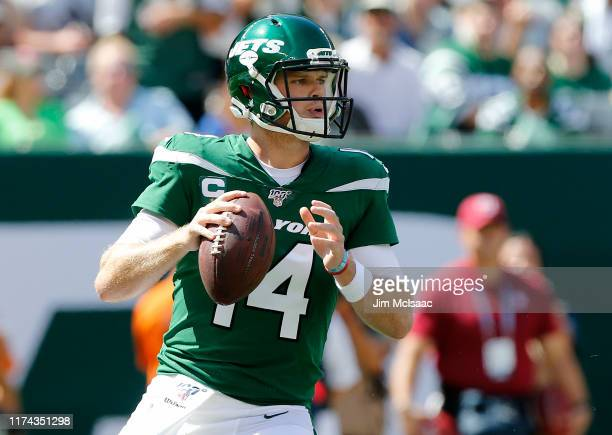 Sam Darnold of the New York Jets in action against the Buffalo Bills at MetLife Stadium on September 08, 2019 in East Rutherford, New Jersey. The...