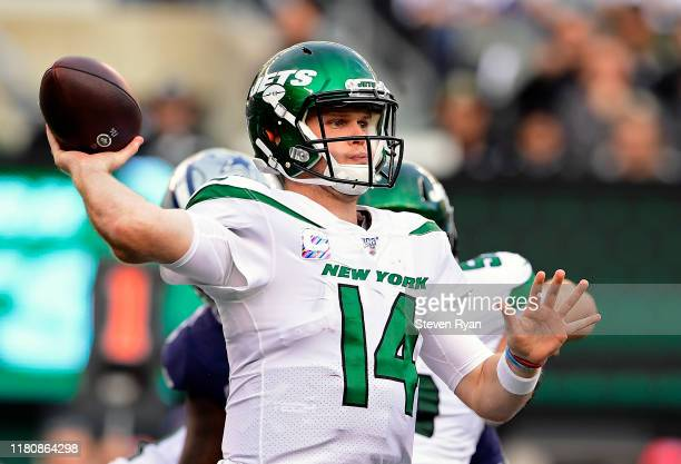 Sam Darnold of the New York Jets looks to pass against the Dallas Cowboys during the second quarter at MetLife Stadium on October 13, 2019 in East...