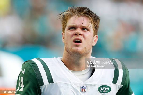 Sam Darnold of the New York Jets reacts in the final moments of their 13 to 6 loss to the Miami Dolphins at Hard Rock Stadium on November 4 2018 in...