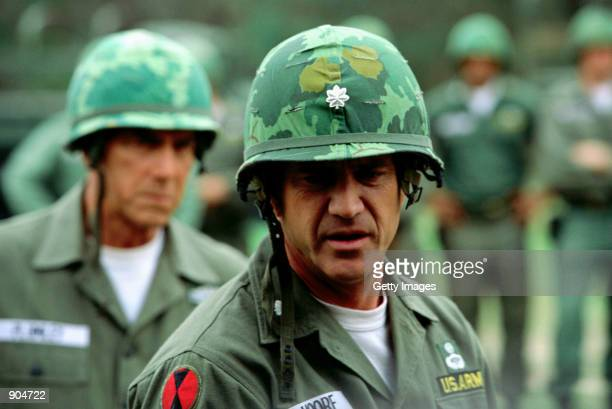Sam Elliott as Sergeant Major Basil Plumley and Mel Gibson as Lieutenant Colonel Harold G Moore star in the film We Were Soldiers