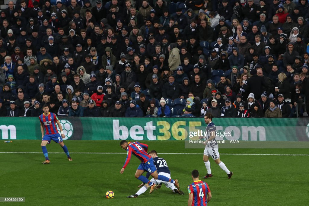Sam Field of West Bromwich Albion and Ruben Loftus-Cheek of Crystal Palace during the Premier League match between West Bromwich Albion and Crystal Palace at The Hawthorns on December 2, 2017 in West Bromwich, England.