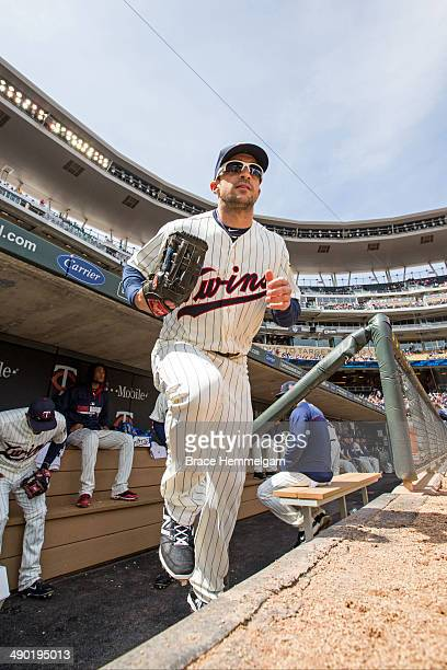 Sam Fuld of the Minnesota Twins takes the field against the Minnesota Twins on April 26 2014 at Target Field in Minneapolis Minnesota The Twins...