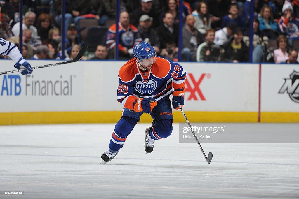 Toronto Maple Leafs v Edmonton Oilers : News Photo