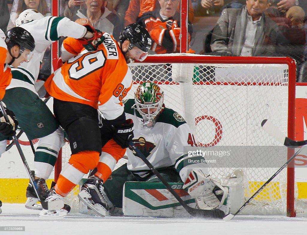 Sam Gagner #89 of the Philadelphia Flyers scores at 18:45 of the first period against Devan Dubnyk #40 of the Minnesota Wild at the Wells Fargo Center on February 25, 2016 in Philadelphia, Pennsylvania.