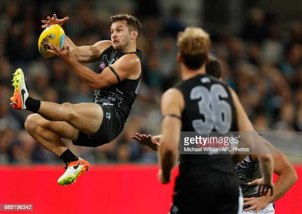 Sam Gray of the Power attempts to mark during the 2017 AFL round 10 match between the Geelong Cats and Port Adelaide Power at Simonds Stadium on May...