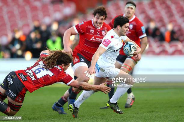 Sam Hidalgo-Clyne of Exeter is tackled by Jordy Reid of Gloucester during the Gallagher Premiership Rugby match between Gloucester and Exeter Chiefs...