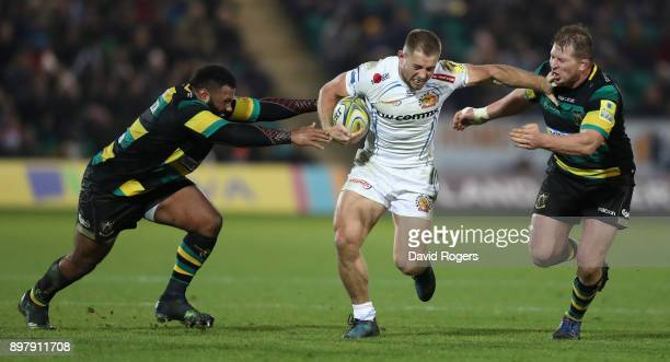 Sam Hill of Exeter Chiefs holds off Jamal FordRobinson and Dylan Hartley during the Aviva Premiership match between Northampton Saints and Exeter...