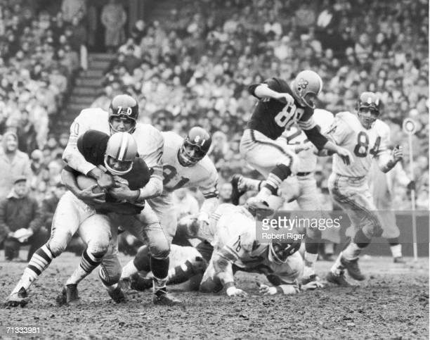 Sam Huff of the New York Giants tackles Bobby Mitchell of the Cleveland Browns during the game at Cleveland Stadium on November 6 1960 in Cleveland...