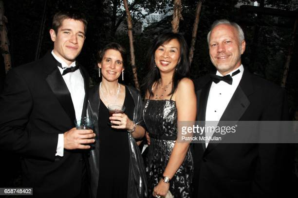 Sam Huntington Jessica Schollet Sue Chin Lee Ehmke attend the Wildlife Conservation Society's Central Park Zoo '09 Gala at the Central Park Zoo on...