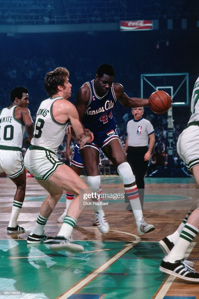 Sam Lacey #44 of the Kansas City Kings moves the ball against Dave Cowens #18 of the Boston Celtics during a game played in 1976 at the Boston Garden in Boston, Massachusetts.