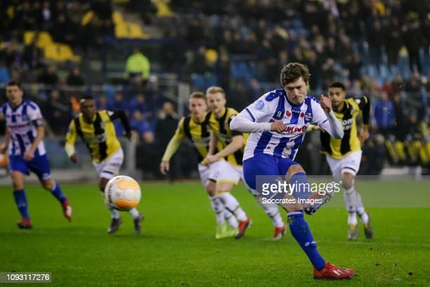 Sam Lammers of SC Heerenveen, scores the fourth goal to make it 2-2 during the Dutch Eredivisie match between Vitesse v SC Heerenveen at the...