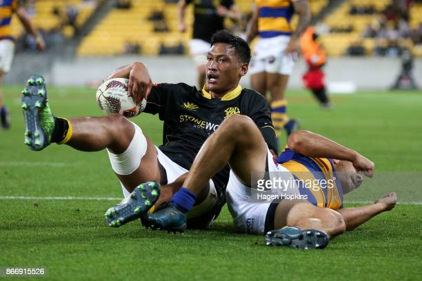 Sam Lousi of Wellington scores a try during the Mitre 10 Cup Championship Final match between Wellington and Bay of Plenty at Westpac Stadium on...