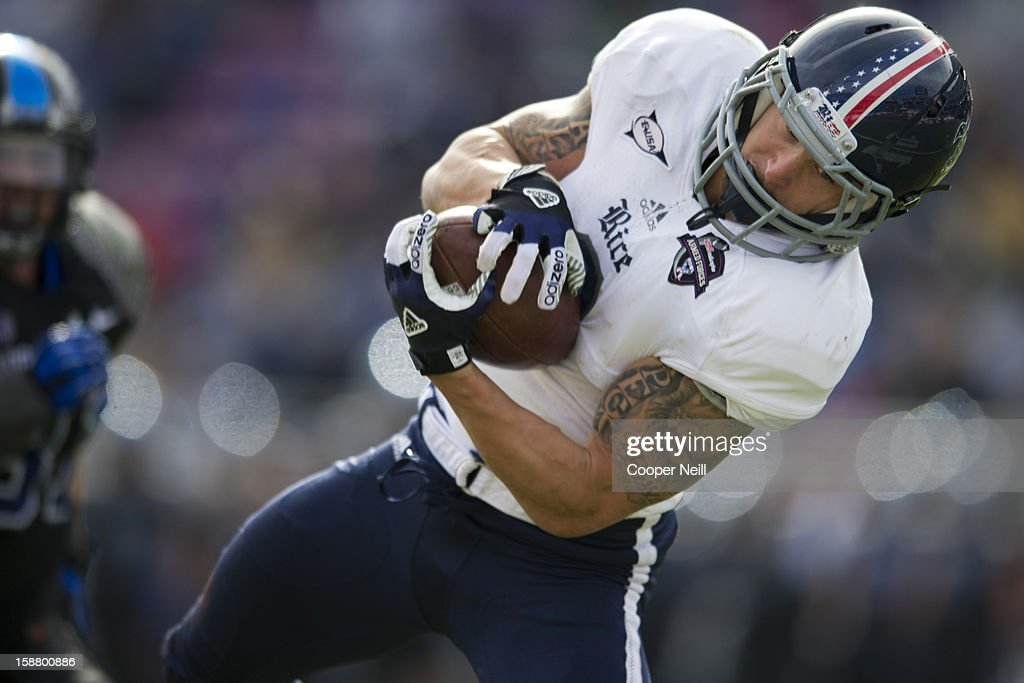 Sam McGuffie #2 of the Rice Owls makes a diving catch against the Air Force Falcons on December 29, 2012 during the Bell Helicopter Armed Forces Bowl at Amon G. Carter Stadium in Fort Worth, Texas.