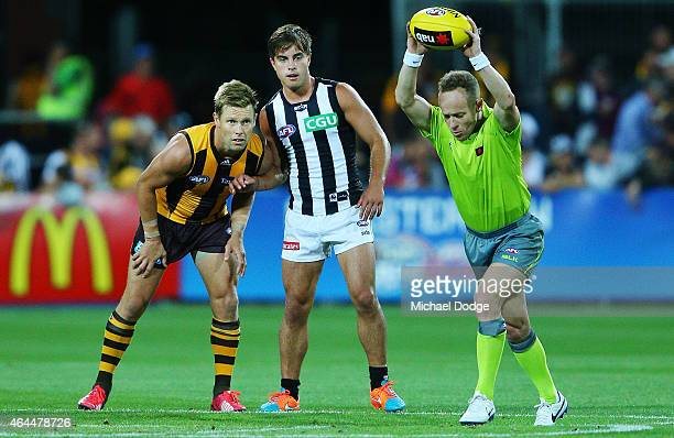 Sam Mitchell of the Hawks and Ben Kennedy of the Magpies prepare for umpire Chamberlain to bounce the ball during the NAB Challenge AFL match between...