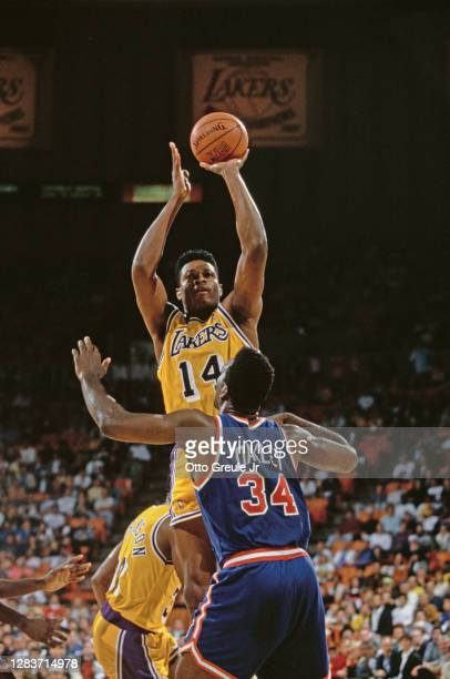 Sam Perkins, Power Forward for the Los Angeles Lakers jumps to shoot for the basket over Charles Oakley of the New York Knicks during their NBA...