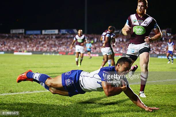 Sam Perrett of the Bulldogs scores the first try during the round one NRL match between the Manly Warringah Sea Eagles and the Canterbury Bulldogs at...