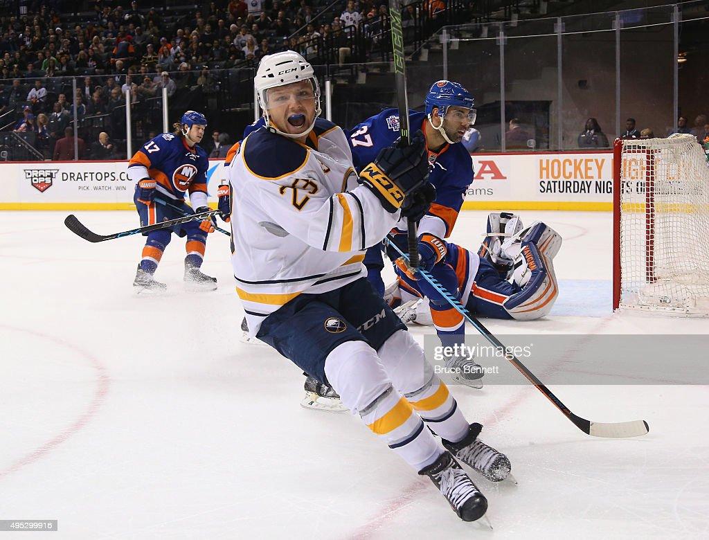 Buffalo Sabres v New York Islanders : News Photo