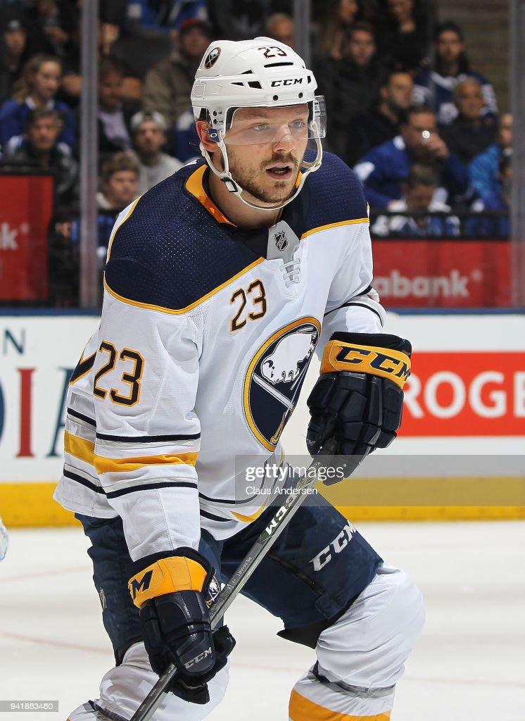 Buffalo Sabres v Toronto Maple Leafs : News Photo