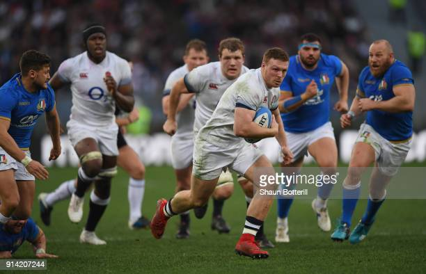 Sam Simmonds of England breaks through to score during the NatWest Six Nations match betwwen England and Italy at Stadio Olimpico on February 4 2018...