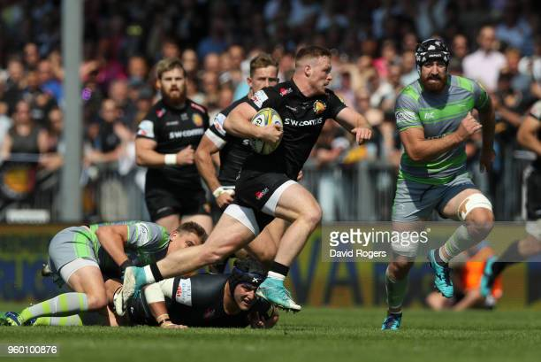 Sam Simmonds of Exeter Chiefs breaks with the ball during the Aviva Premiership Semi Final between Exeter Chiefs and Newcastle Falcons at Sandy Park...