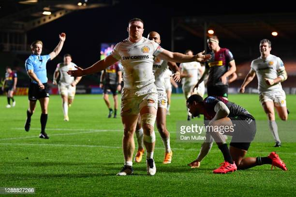 Sam Simmonds of Exeter Chiefs celebrates after scoring his side's first try during the Gallagher Premiership Rugby match between Harlequins and...