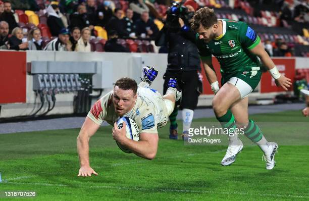 Sam Simmonds of Exeter Chiefs dives to score his third try during the Gallagher Premiership Rugby match between London Irish and Exeter Chiefs at...
