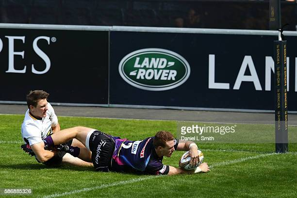 Sam Simmonds of Exeter Chiefs goes over to score the opening try during the Singha Premiership Rugby 7s Series Final between Exeter Chiefs and...