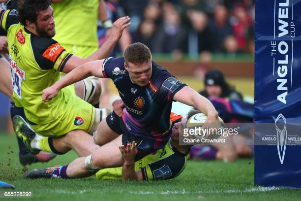 Sam Simmonds of Exeter Chiefs scores his team's second try during the AngloWelsh Cup Final between Exeter Chiefs and Leicester Tigers at the...