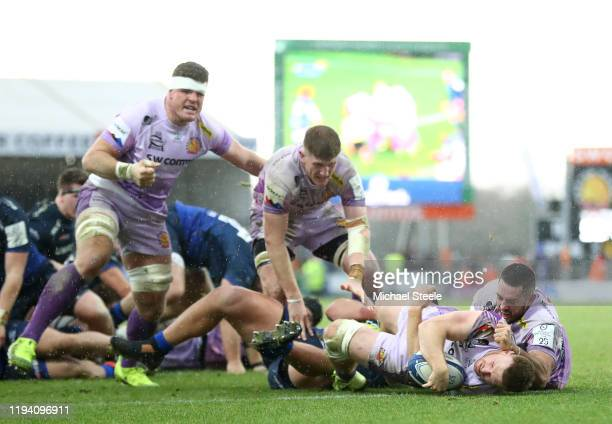 Sam Simmonds of Exeter Chiefs touches down for his side's third try during the Heineken Champions Cup Round 4 match between Exeter Chiefs and Sale...
