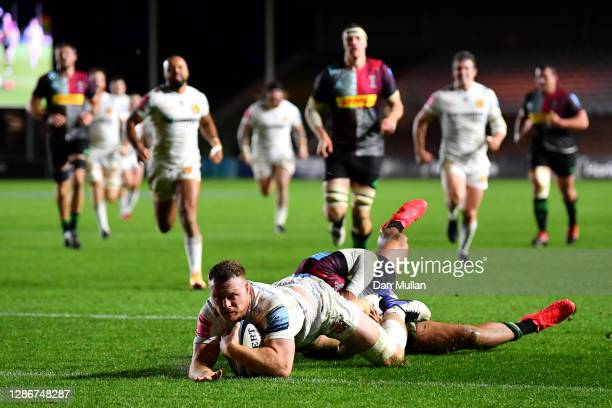 Sam Simmonds of Exeter dives over to score their first try during the Gallagher Premiership Rugby match between Harlequins and Exeter Chiefs at...