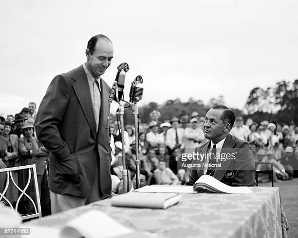 Sam Snead speaks at the Presentation Ceremony with Bobby Jones during the 1949 Masters Tournament at Augusta National Golf Club on April 710 1949 in...