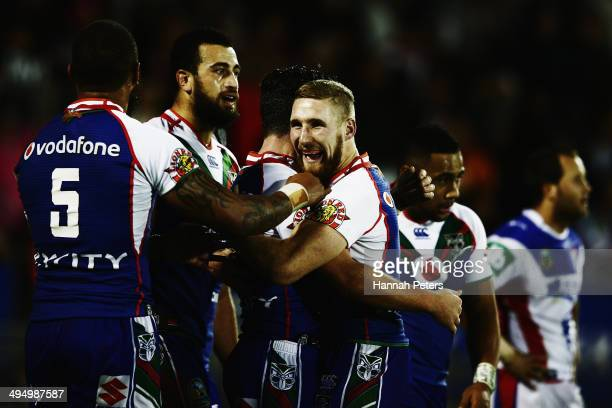 Sam Tomkins of the Warriors celebrates with the team after Chad Townsend scored a try during the round 12 NRL match between the New Zealand Warriors...
