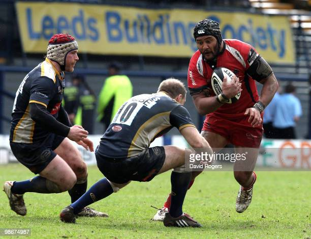 Sam Tuitupou of Worcester takes on Andy Titterrell and Ceiron Thomas during the Guinness Premiership match between Leeds Carnegie and Worcester...
