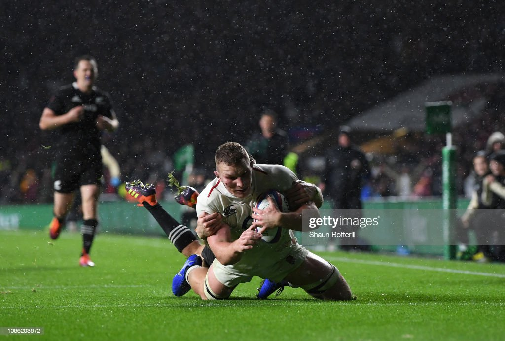 4f8c335f534 Sam Underhill of England runs for the try line as Beauden Barrett of ...