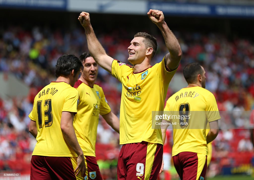 Sam Vokes of Burnley celebrates after he scores to make it 0-1 during the Sky Bet Championship match between Charllon Athletic and Burnley at The Valley on May 7, 2016 in London, United Kingdom.