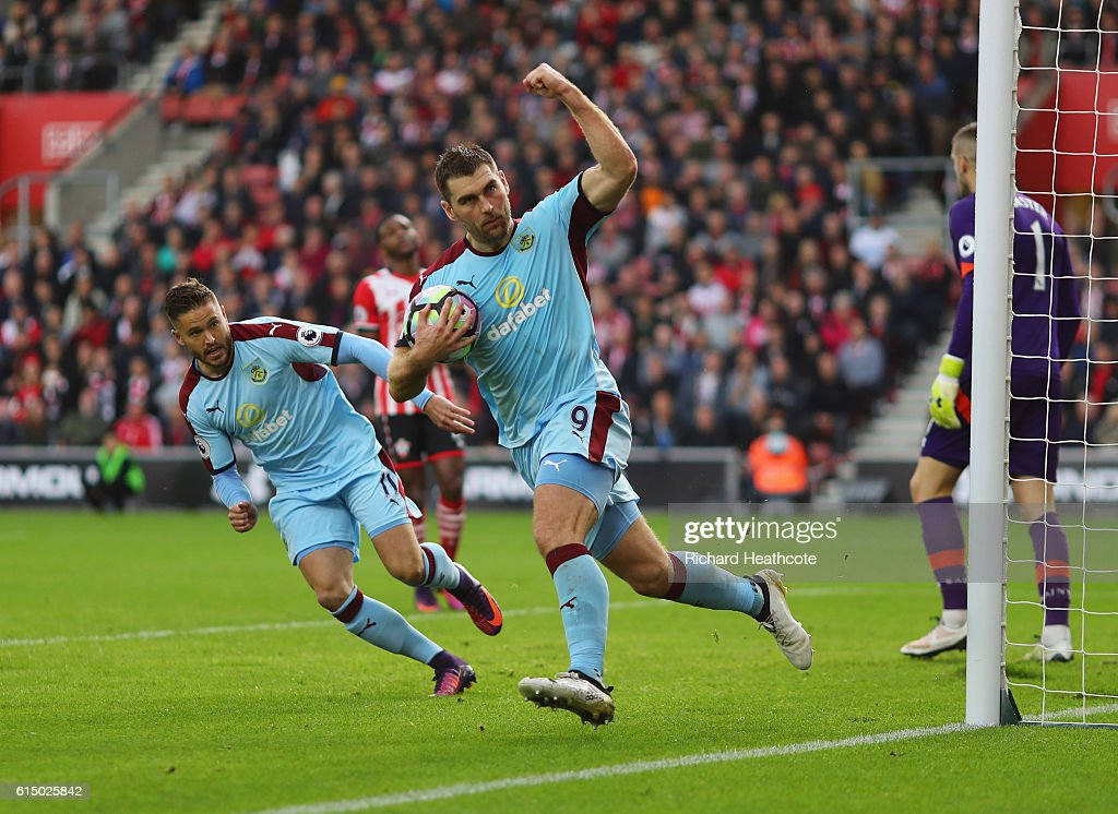 Sam Vokes of Burnley (9) celebrates as he scores their first goal from the penalty spot buduring the Premier League match between Southampton and Burnley at St Mary's Stadium on October 16, 2016 in Southampton, England.