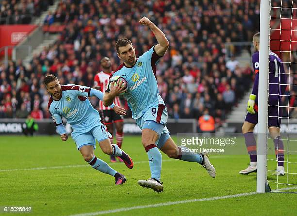 Sam Vokes of Burnley celebrates as he scores their first goal from the penalty spot buduring the Premier League match between Southampton and Burnley...