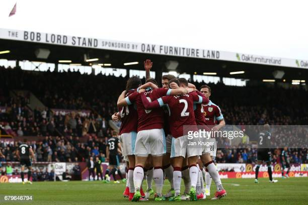 Sam Vokes of Burnley celebrates scoring his sides first goal with his Burnley team mates during the Premier League match between Burnley and West...