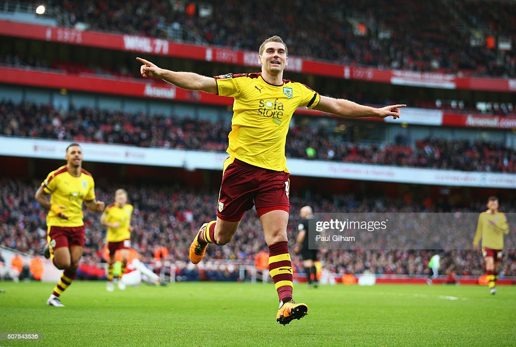 Sam Vokes of Burnley celebrates scoring his team's first goal during the Emirates FA Cup Fourth Round match between Arsenal and Burnley at Emirates Stadium on January 30, 2016 in London, England.