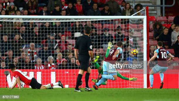 Sam Vokes of Burnley scores his side's first goal during the Premier League match between Southampton and Burnley at St Mary's Stadium on November 4...