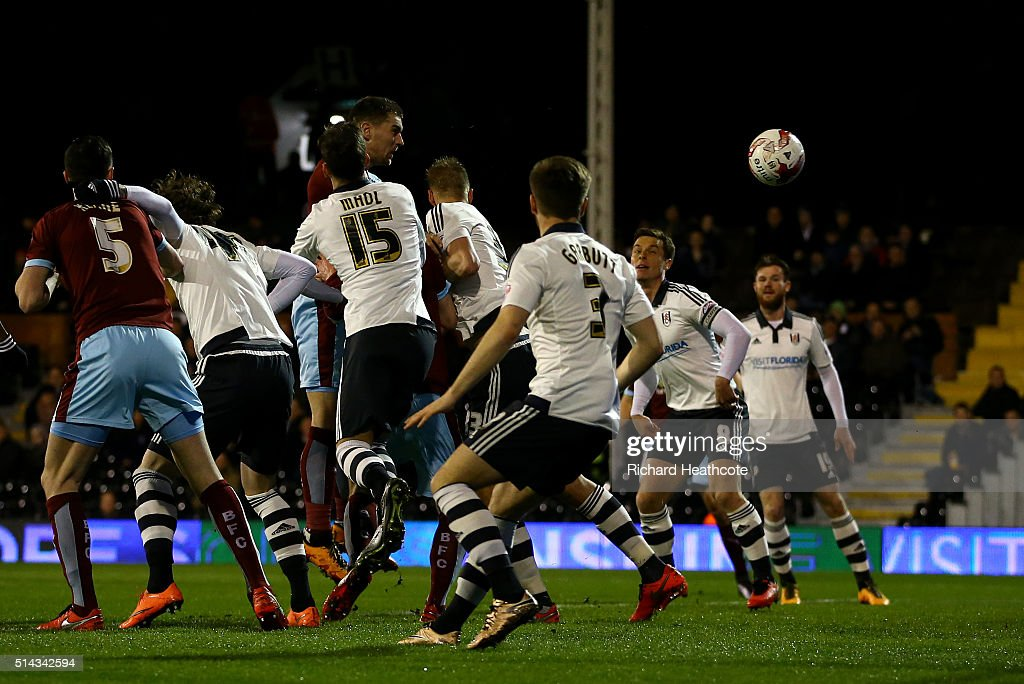 Sam Vokes of Burnley scores the first goal during the Sky Bet Championship match between Fulham and Burnley at Craven Cottage on March 8, 2016 in London, United Kingdom.