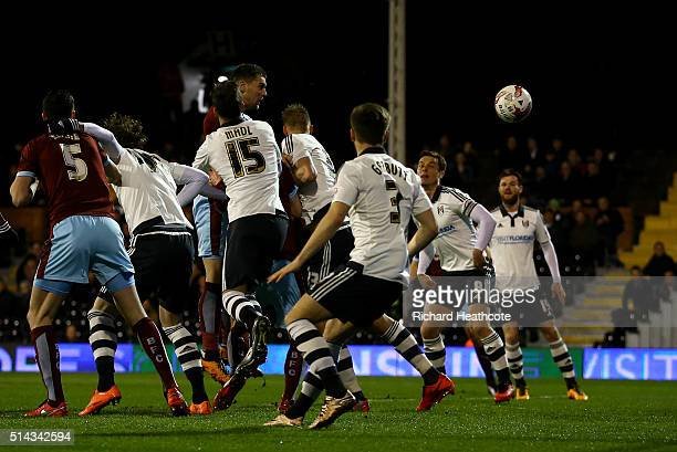 Sam Vokes of Burnley scores the first goal during the Sky Bet Championship match between Fulham and Burnley at Craven Cottage on March 8 2016 in...