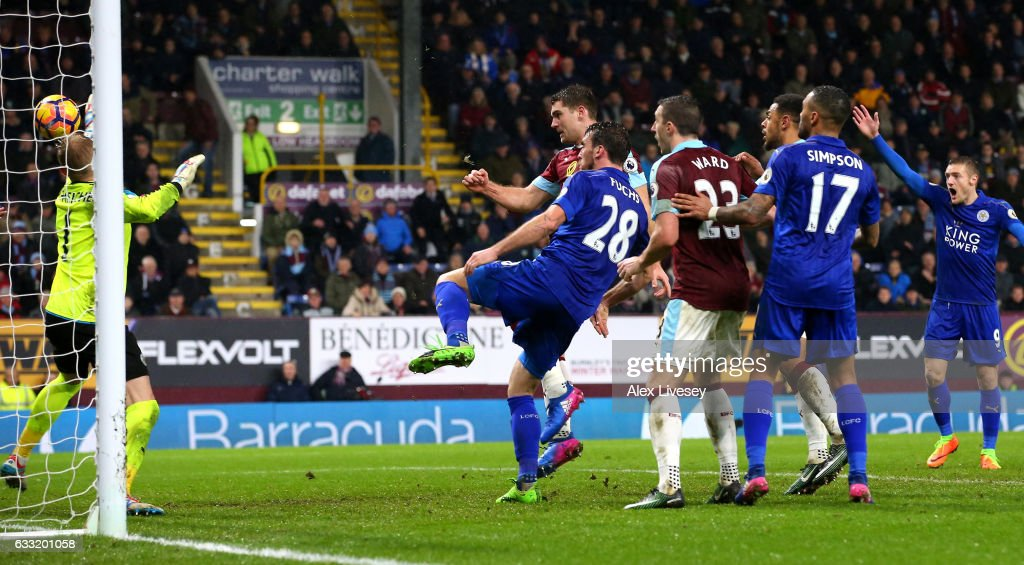 Sam Vokes (2nd L) of Burnley scores the opening goal during the Premier League match between Burnley and Leicester City at Turf Moor on January 31, 2017 in Burnley, England.